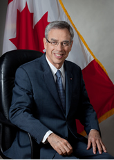 L'honorable Joe Oliver, P.C., M.P., Ministre  des Ressources naturelles